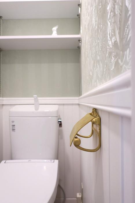 トイレ15 【キャッスル東栄】 フレンチブルーがアクセント。 優雅でクラシカルなお部屋。