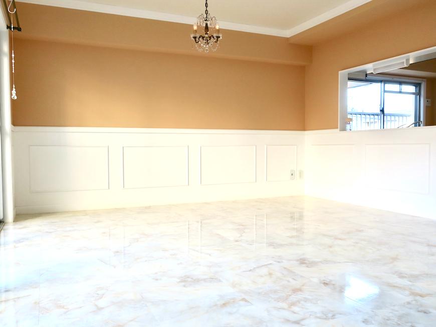リビング【キャッスル東栄】 フレンチブルーがアクセント。 優雅でクラシカルなお部屋。