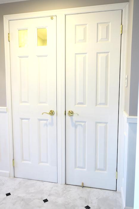 水回り入り口。フレンチブルーがアクセント。優雅でクラシカルなお部屋。 【キャッスル東栄】