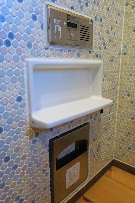 【2000 HOUSE】極上アンティーク空間。レトロトイレ モザイクタイルが可愛らしい。