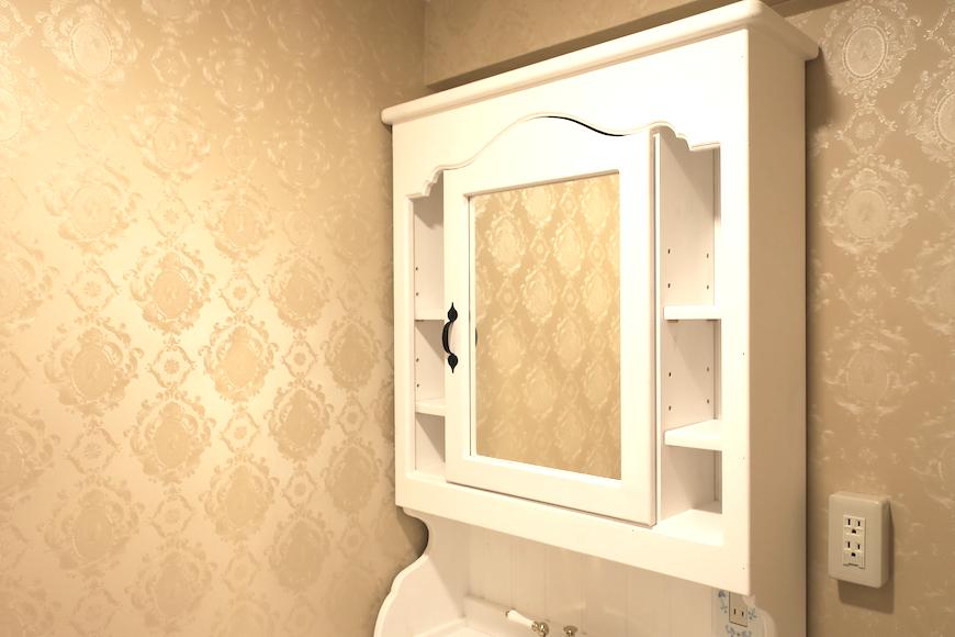 バスルーム14 クラシカルな洗面化粧台。フレンチブルーがアクセント。優雅でクラシカルなお部屋。 【キャッスル東栄】