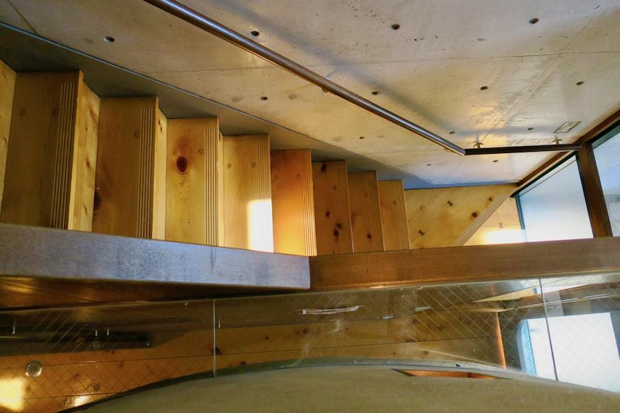 【2000 HOUSE】極上アンティーク空間 2階から階段下を見た景色。