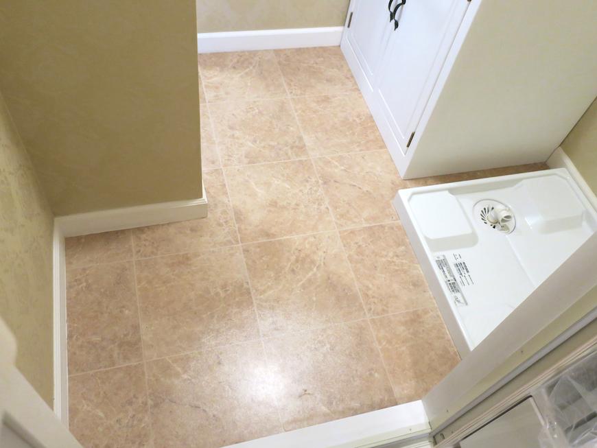 バスルーム11 バスルーム14 クラシカルな洗面化粧台。フレンチブルーがアクセント。優雅でクラシカルなお部屋。 【キャッスル東栄】