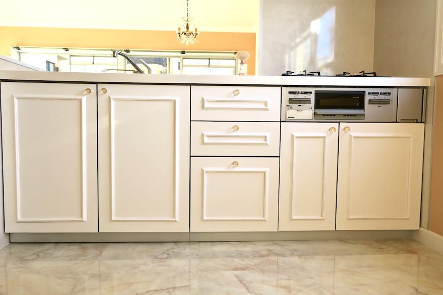 キッチン6 【キャッスル東栄】 フレンチブルーがアクセント。 優雅でクラシカルなお部屋。