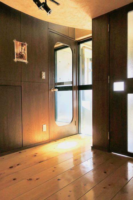 【2000 HOUSE】極上アンティーク空間 2階への階段。