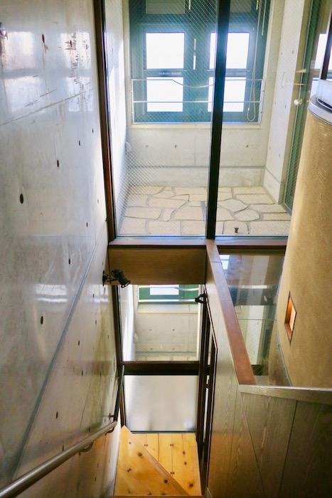 【2000 HOUSE】極上アンティーク空間。光がたくさん差し込む階段とテラス。。_0859