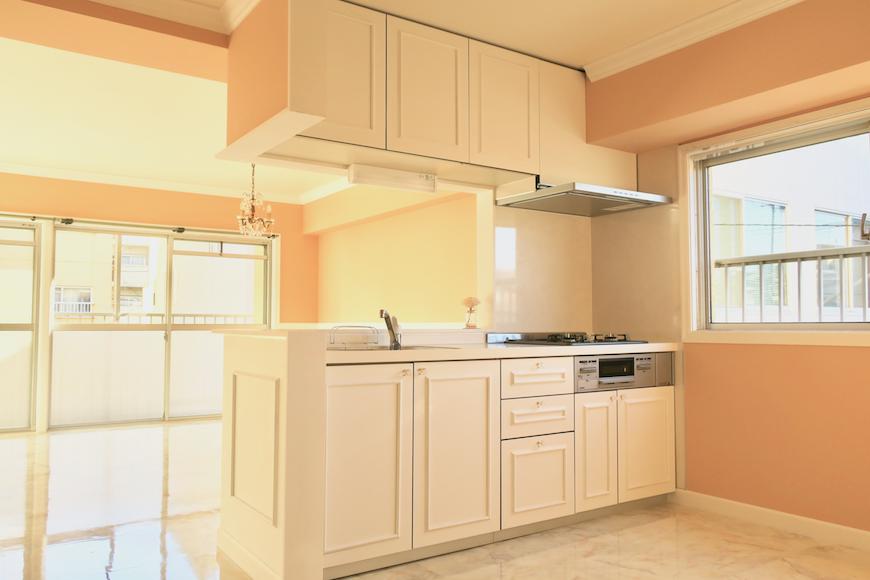 ホワイトキッチン_フレンチブルーがアクセント。優雅でクラシカルなお部屋。 【キャッスル東栄】0959