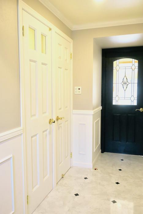 クラシカルな廊下フレンチブルーがアクセント。優雅でクラシカルなお部屋。 【キャッスル東栄】_0966