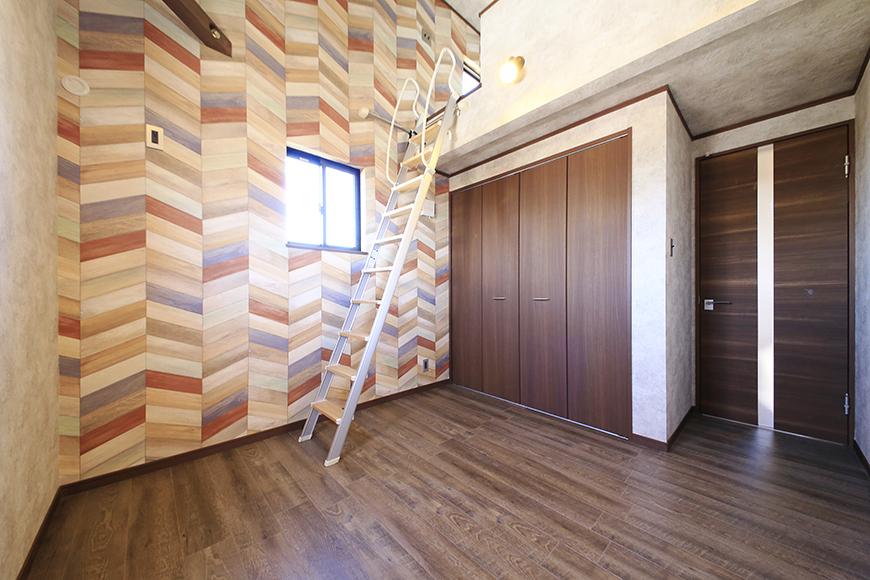 こちらのお部屋もロフトの下にクローゼット収納アリ☆_MG_0011