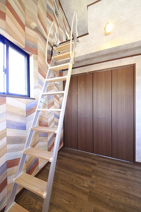 こちらのお部屋もロフトの下にクローゼット収納アリ☆_MG_0013