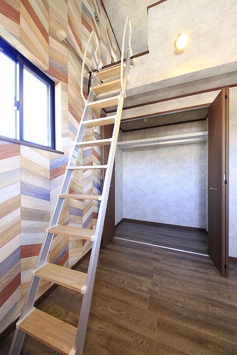こちらのお部屋もロフトの下にクローゼット収納アリ☆_MG_0015