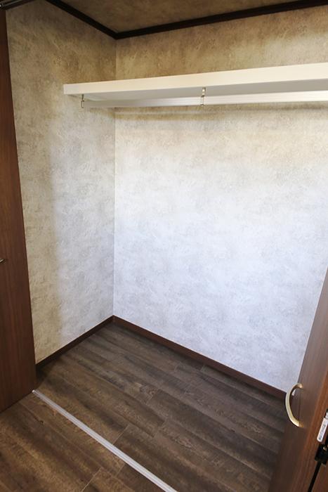 こちらのお部屋もロフトの下にクローゼット収納アリ☆_MG_0019