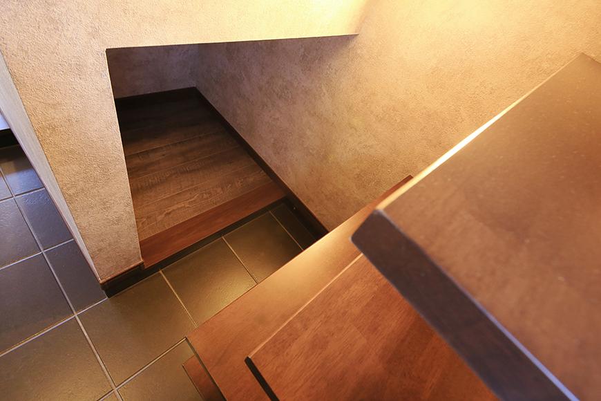 棚と向かい合わせの形で隠しスペースもあります_MG_9579