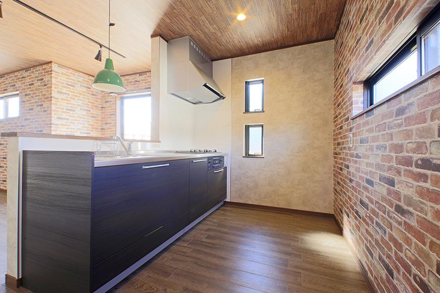 キッチン背後の奥行きもシッカリと贅沢にとられていて  とっても快適スペースです!_MG_9620