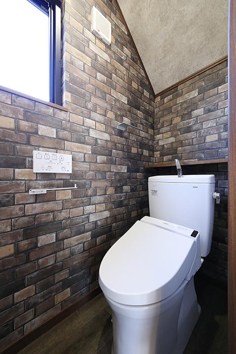正面ドアを開けて、トイレです!落ち着く空間です☆_MG_9726