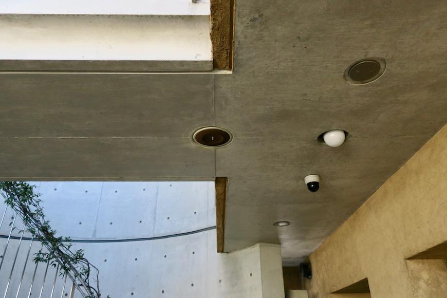 【2000 HOUSE】極上アンティーク空間。BGMが流れる建物。