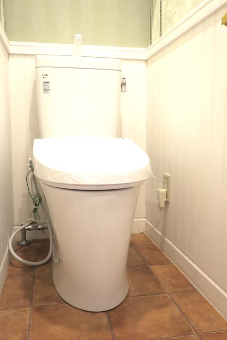 トイレ19 【キャッスル東栄】 フレンチブルーがアクセント。 優雅でクラシカルなお部屋。