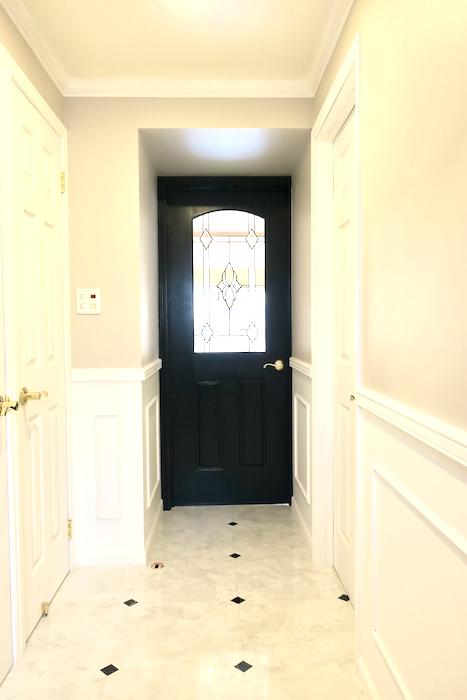 玄関15 【キャッスル東栄】 フレンチブルーがアクセント。 優雅でクラシカルなお部屋。