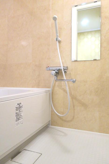 バスルーム4 【キャッスル東栄】 フレンチブルーがアクセント。 優雅でクラシカルなお部屋。