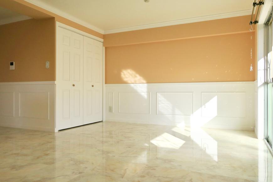 リビング1 【キャッスル東栄】 フレンチブルーがアクセント。 優雅でクラシカルなお部屋。