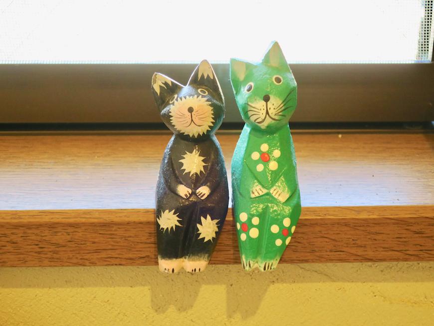 2Fトイレ 猫ちゃんたちがお出迎え。ユーカリの木かげにて リッチな暮らしが叶う家。 Ladies only【ユーカリの木の家】