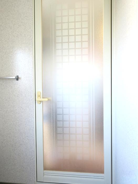 1F バスルーム入り口。ユーカリの木かげにて リッチな暮らしが叶う家。 Ladies only【ユーカリの木の家】