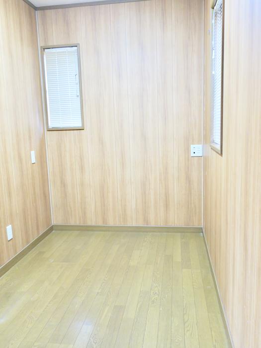 201号室 書斎スペース。約2帖ほど。ユーカリの木かげにて リッチな暮らしが叶う家。 Ladies only【ユーカリの木の家】