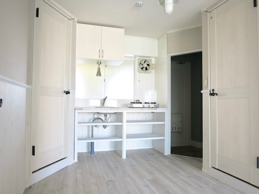 シャビーシックなお部屋。お洒落シンプルキッチン。_8243