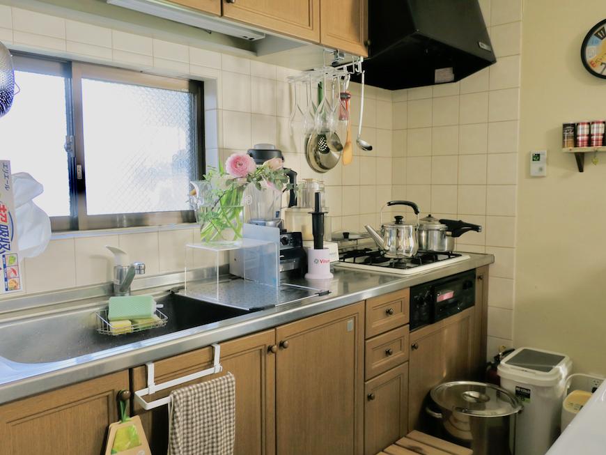 1Fキッチン台。ユーカリの木かげにて リッチな暮らしが叶う家。 Ladies only【ユーカリの木の家】