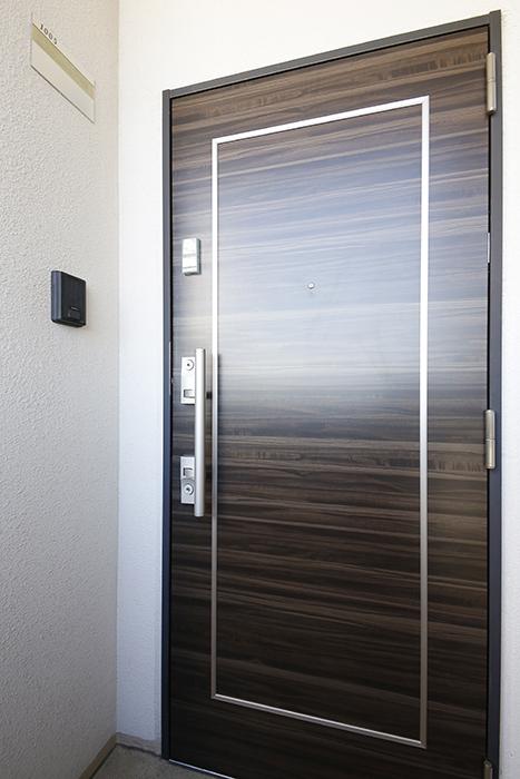 玄関ドアの鍵はダブルロックにICカードキーが使用可能。_MG_8783