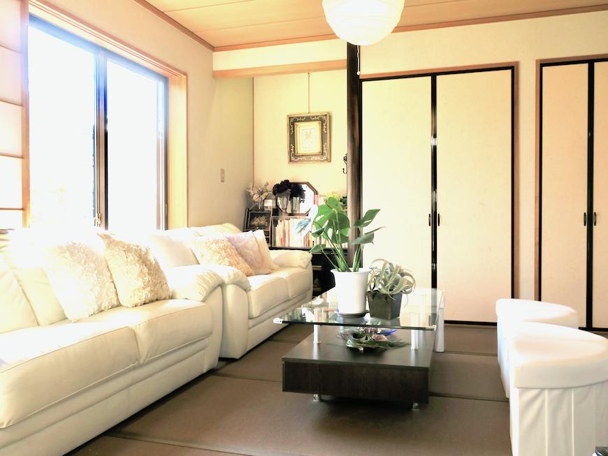 1Fリビング&和室 ゆったり優雅に暮らすならユーカリの木の家。ユーカリの木かげにて リッチな暮らしが叶う家。 Ladies only【ユーカリの木の家】