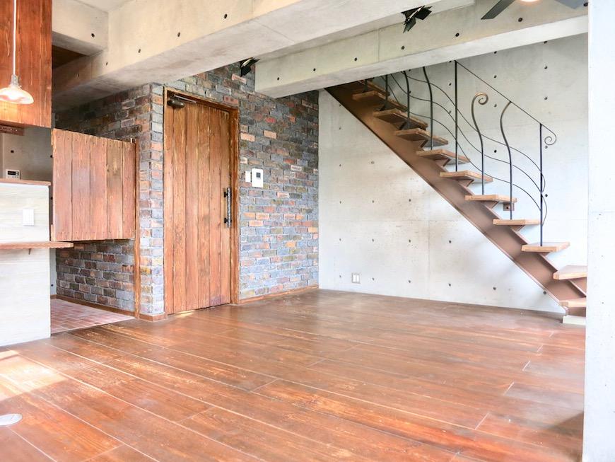 the LOFT 4-D リビング 階段側 ん〜いい眺めです♡2