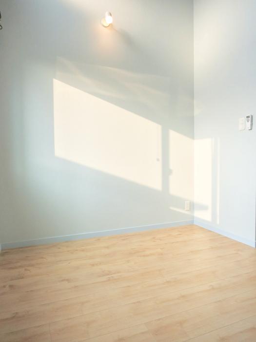 プリマノッツェ西尾 壱番館 プライベートルーム 絵になるお部屋。水色が素敵。2