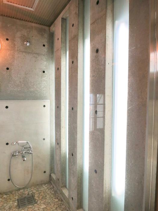 the LOFT 4-D 2階 バスルーム。ガラス張りですごくスタイリッシュ。4