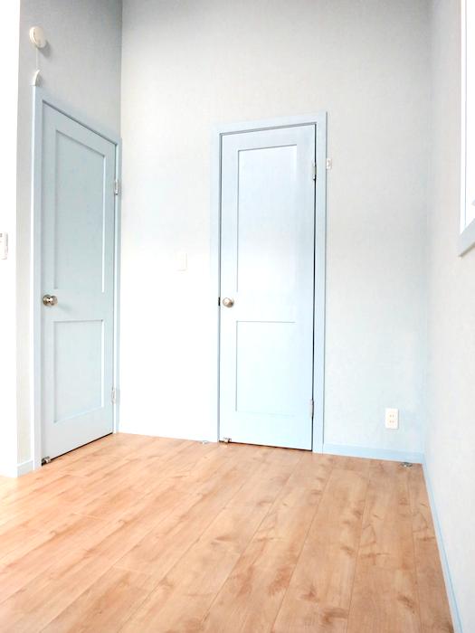プリマノッツェ西尾 壱番館 プライベートルーム 入り口とクローゼットの扉 絵になります。5