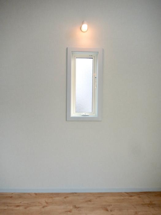 プリマノッツェ西尾 壱番館 プライベートルーム 水色とナチュラルデザインの床板が素敵 16