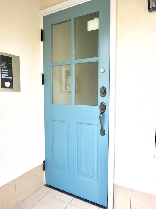 プリマノッツェ西尾 館内へ 上品扉。1