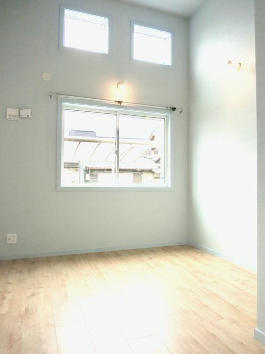 プリマノッツェ西尾 壱番館 プライベートルーム 三つの窓が光をたくさん取り入れます25