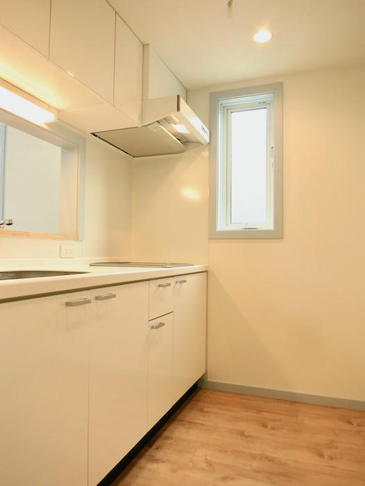 プリマノッツェ西尾 壱番館 キッチン 上品でモダンなデザインのキッチン1