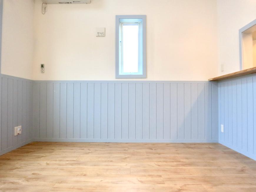 プリマノッツェ西尾 壱番館 LDK 上品なホワイト&水色腰板のコントラストが素敵 13