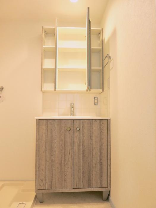 プリマノッツェ西尾 壱番館 バスルーム 洗面化粧台2