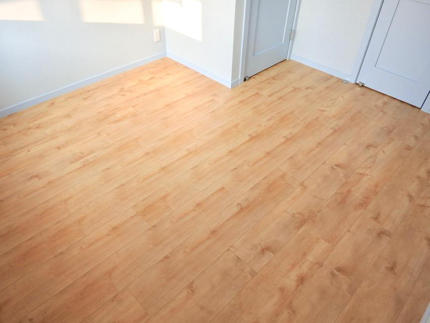 プリマノッツェ西尾 壱番館 プライベートルーム ナチュラルデザインの床板 3