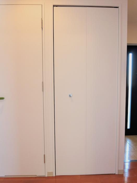 グラン・アルファ307 玄関まわり6 扉つき洗濯機置き場 扉つき。