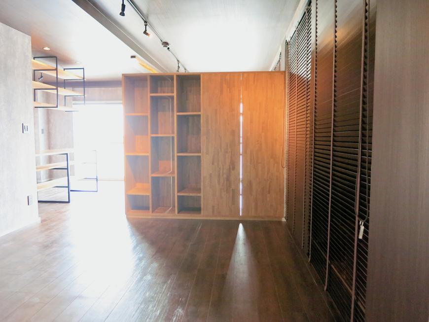 7E インダストリアル スタイル パイン材でできた棚。無機質さが良いです。1