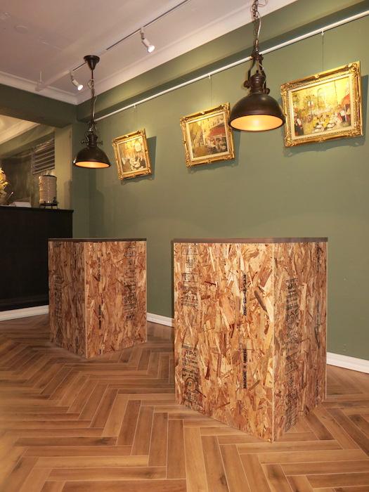 大人が語らう場所。ヘリンボーンの床。クラシカルな空間 The Office 葵 3F3.png4