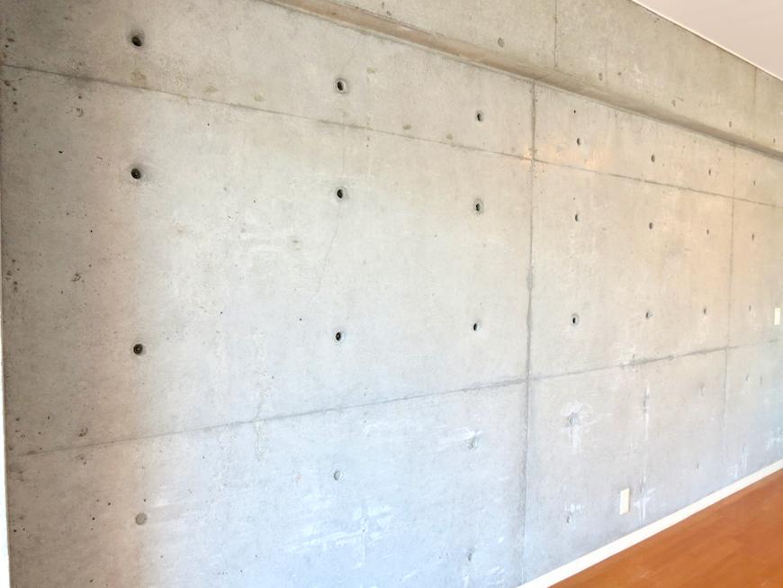 グラン・アルファ307 お洒落な床・壁・照明 滑らかな触り心地のコンクリート。
