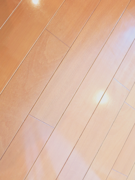 グラン・アルファ307 お洒落な床・壁・照明 暖かい色合いの床。