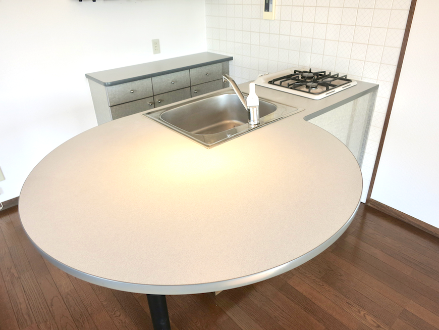ラ・ヴィアン・ムロガ 603  食卓テーブルにもカウンターにもなるキッチン台1