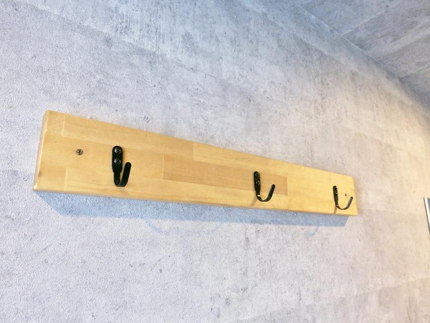 7F インダストリアル スタイル 玄関&ミラーとタイルとコンクリートのコントラスト。4