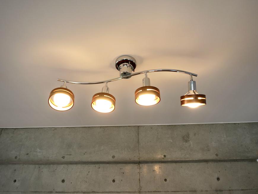 グラン・アルファ307 お洒落な床・壁・照明の 4灯スポットライト。